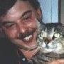 Vítor Oliveira com os seus gatos