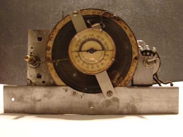 Recetor da Emissora Nacional chassis visto de frente