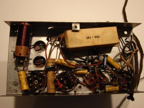 Recetor da Emissora Nacional chassis visto por baixo