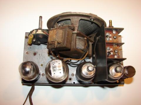 Recetor da Emissora Nacional chassis visto de cima