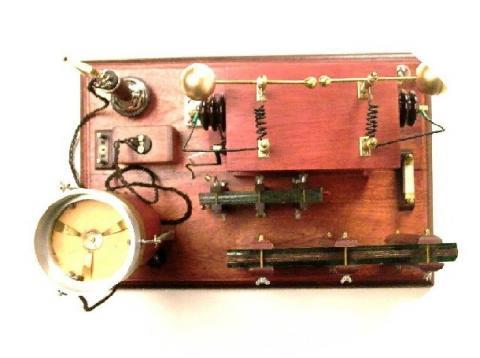 Outra foto da réplica do transmissor