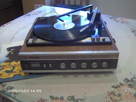 Philips 22GF446/07Z com um disco