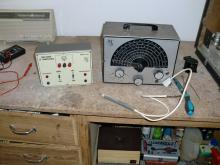 Gerador de sinais e analisador de transistores